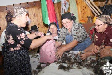 (FOTO) OBIČAJI BILOGORSKOG KRAJA: Čijanje perja u Šandrovcu