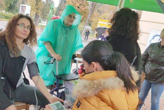 Svjetski dan borbe protiv moždanog udara obilježen u Bjelovaru: Zdravstveni djelatnici odjela neurologije organizirali akciju mjerenja krvnog tlaka i razine šećera u krvi