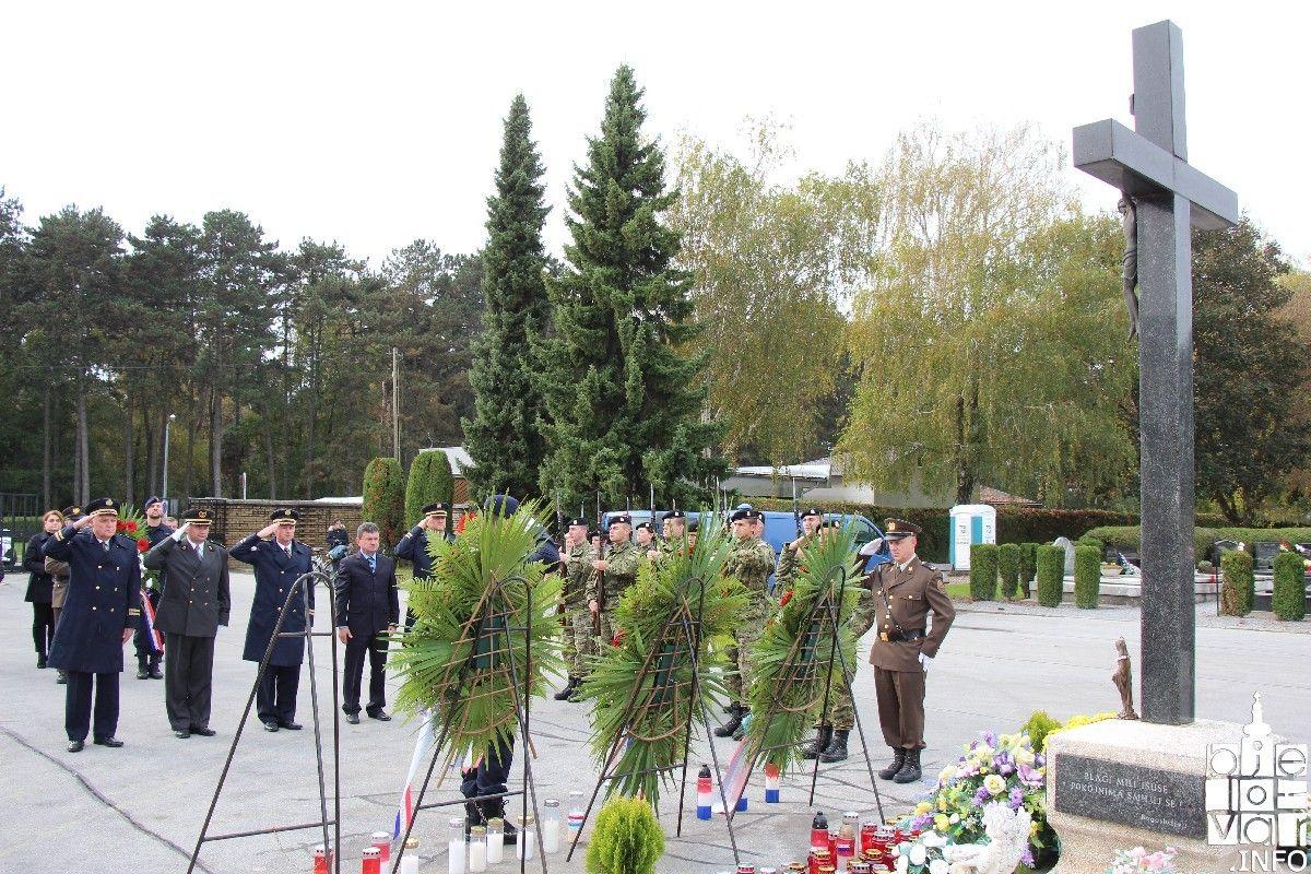 Bjelovar: Povodom blagdana Svih svetih i Dušnog dana položeni vijenci i zapaljene svijeće