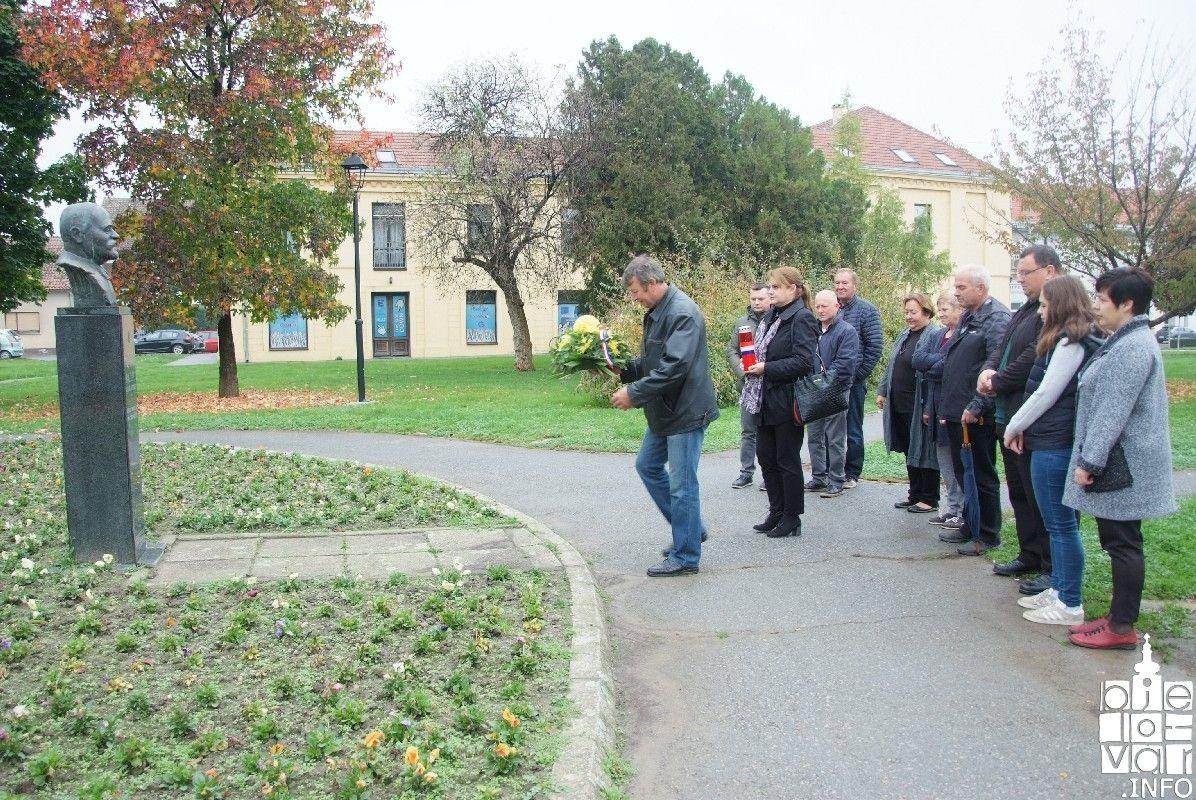 Bjelovar: HSS u povodu blagdana Svih svetih položio cvijeće i zapalio svijeće