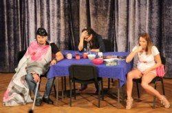 Bjelovarska publika imala priliku pogledati komičnu predstavu Brak za ručak, ručak za seks