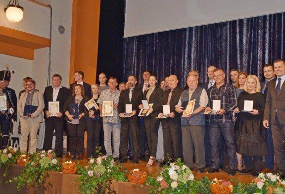 (FOTO) Održana svečana sjednica Gradskog vijeća: Istaknuti projekti i uručena Javna priznanja Grada Bjelovara