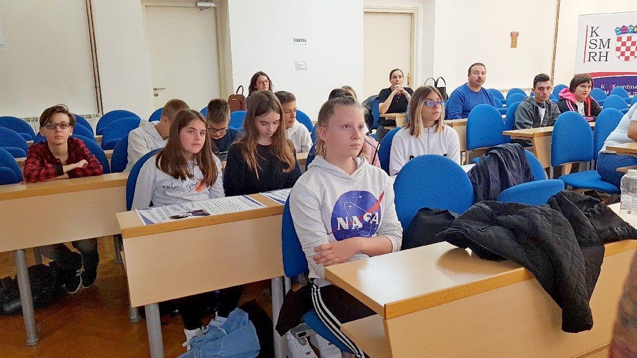 Poruka bjelovarskih malih vijećnika Dječjeg gradskog vijeća: Iako smo mali, možemo puno toga napraviti!