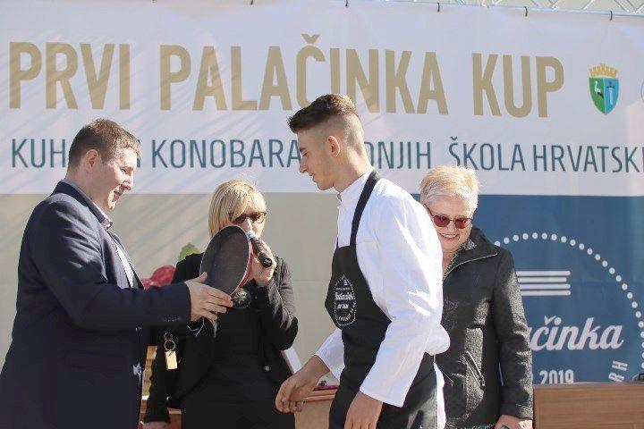 Učenici Turističko-ugostiteljske škole Bjelovar na 1. Palačinka Kupu u Sisku: Matej Kudus ispekao najviše palačinki i osvojio prvo mjesto