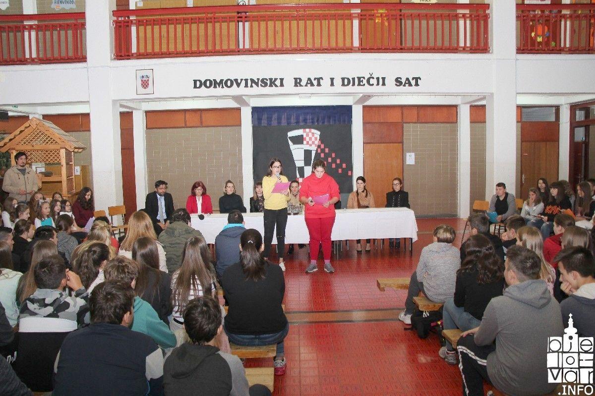 """(FOTO) IV. osnovna škola Bjelovar: Obilježen Dan sjećanja na Vukovar programom """"Domovinski rat i dječji sat"""""""