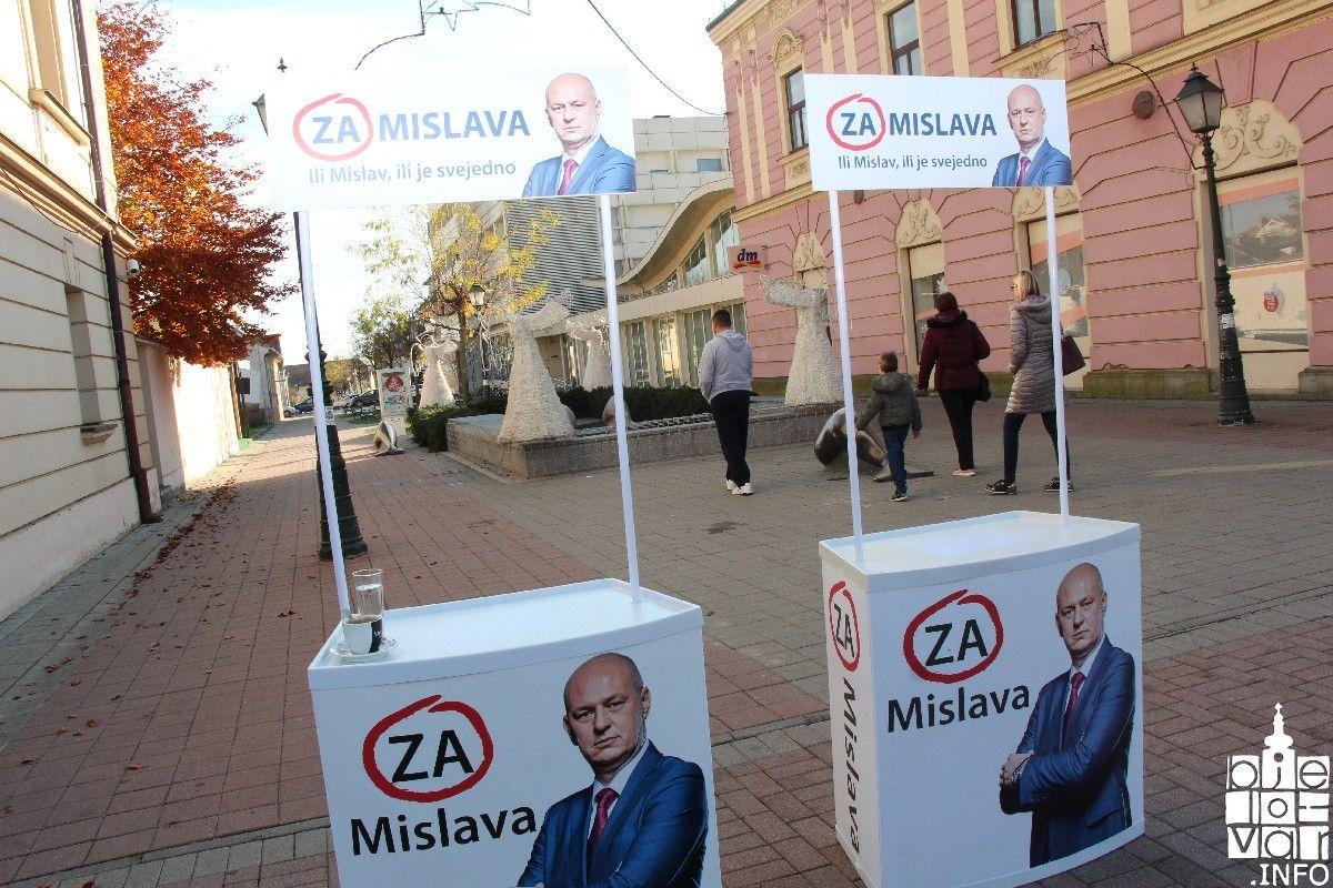 (FOTO) Predsjednički izbori i prikupljanje potpisa u Bjelovaru: Što je bitnije, pjevanje ili razvoj Hrvatske?