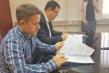 U samo jednoj godini župan Bajs potpisao 94 ugovora s liječnicima i medicinskim osobljem