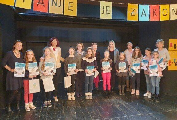 Ela Dolenac i Martina Kosar pobjednice županijskog natjecanja u čitanju naglas: Pobjednice čeka državno natjecanje u Sisku