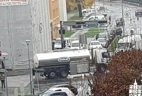 """Akciju prosvjetara """"Potrubi za obrazovanje"""" podržali i Bjelovarčani"""