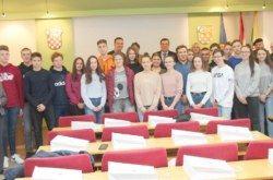 """Župan Bajs primio najuspješnije učenike u testu znanja """"Znajući prošlost u sigurniju budućnost"""": Nagrada odlazak u Vukovar i sudjelovanje u Koloni sjećanja"""