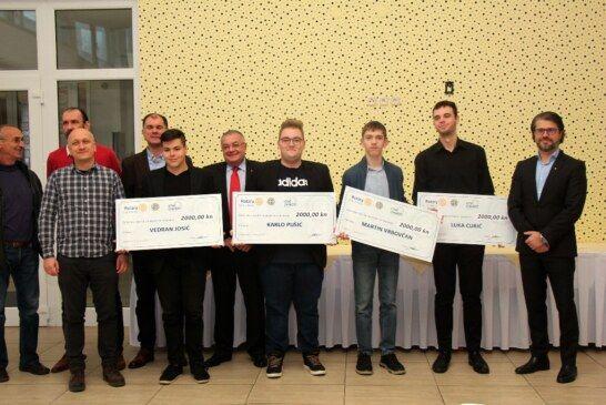 Rotary club Bjelovar nagradio četvoricu učenika bjelovarskih škola zbog izvrsnosti u STEM području
