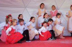 ADVENT U BJELOVARU: Predblagdanska radost i veselje uz dječje pjesme i veselu kočiju Djeda Božićnjaka