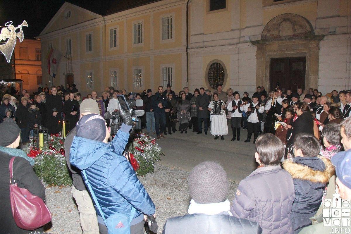 2019_bjelovarinfo_bjelovar-advent-vatromet_100