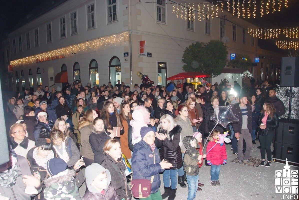 2019_bjelovarinfo_bjelovar-advent-vatromet_4
