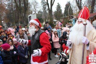 (FOTO) Grad Bjelovar: Tradicionalno druženje djece sa Sv. Nikolom i Moto mrazovima