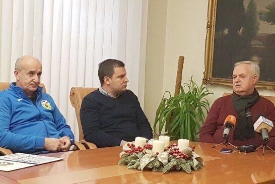 Državni prvak u kuglanju Željko Košutić i članovi kluba na prijemu kod gradonačelnika Hrebaka