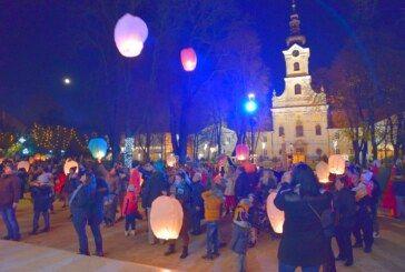 Svjetleći lampioni s lijepim željama ukrasili su nebo nad Bjelovarom