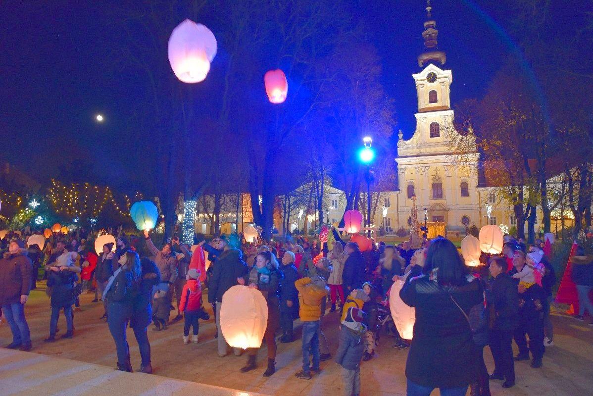 Svjetleći lampioni s lijepim željama ukrasili nebo nad Bjelovarom