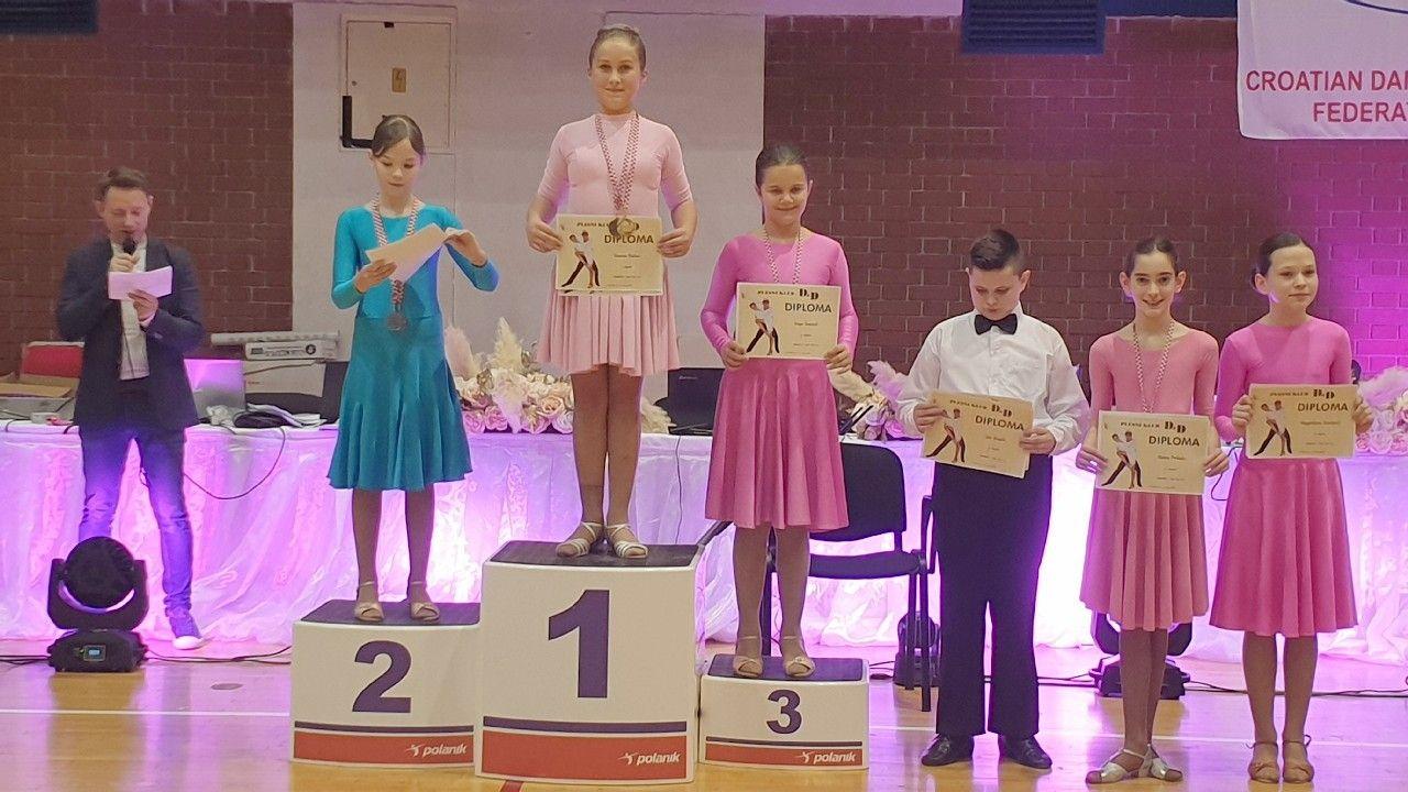 2019_bjelovarinfo_ples_16_12_2019_9