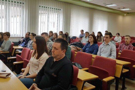 Župan Bajs potpisao ugovore s 20 novih stipendista