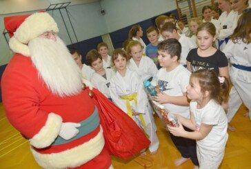 Taekwondo klub Bjelovar: Mladi članovi položili za nove pojaseve – Klub organizirao podjelu poklona
