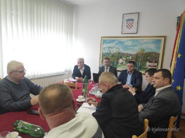 U Siraču se okupio dio gradonačelnika i načelnika sa saborskim zastupnikom Totgergelijem i državnim tajnikom Žuncem