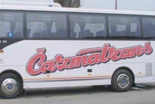 Požar na autobusu čazmatransa za prijevoz učenika: Zahvaljujući vozaču učenici spašeni, autobus izgorio