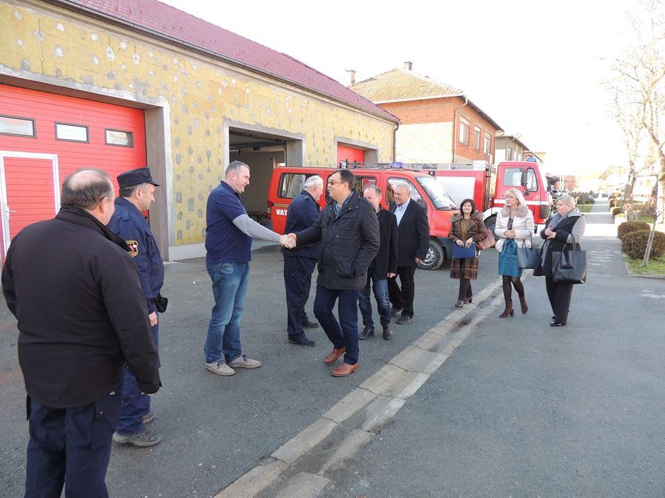Općina Ivanska: Župan Bajs obišao radove na obnovi Vatrogasnog doma te najavio završetak obnove ceste u Samarici