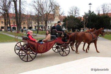 (FOTO) Bjelovarčani su uživali! DOĐITE i vi i otkrijte Bjelovar iz carske kočije – bjelovar.info