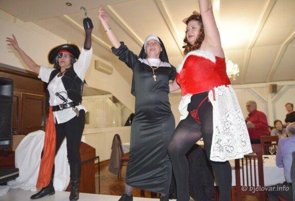 (FOTO) LUDO I VESELO na maskenbalu Kluba žena Bjelovar
