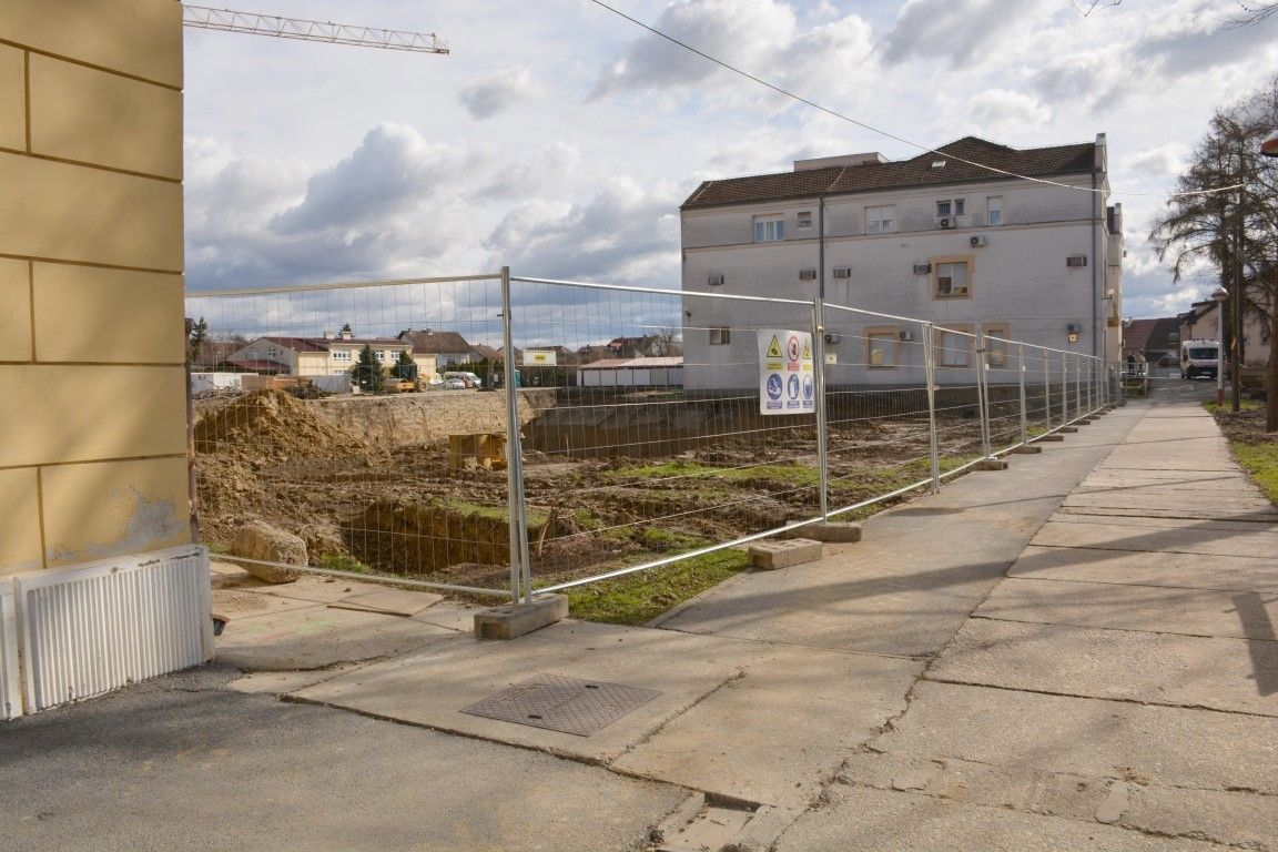 (FOTO) Radovi na novoj zgradi bjelovarske bolnice u punom su jeku: Sve ide po planu i bez problema!