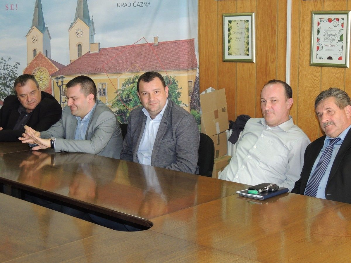 Sastanak gradonačelnika izgleda kao tradicionalni skup: Prepričavanje 'rekla kazala' bez rješenja