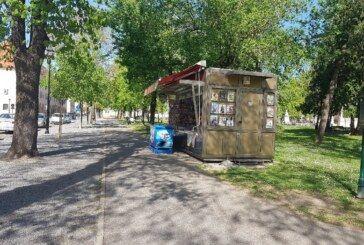 KIOSCI PROŠIRILI asortiman higijenskih potrepština – Zanimljivo – kiosci okruženi gomilom proizvoda – djelatnici bez WC-a