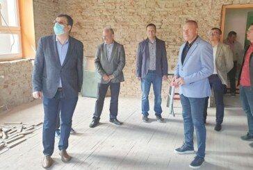 U tijeku je obnova Područne škole u Kraljevcu u Općini Rovišće – Župan je obišao radove