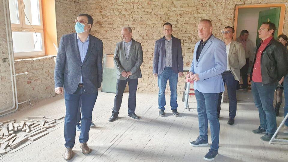 U tijeku je obnova Područne škole u Kraljevcu u Općini Rovišće - Župan je obišao radove