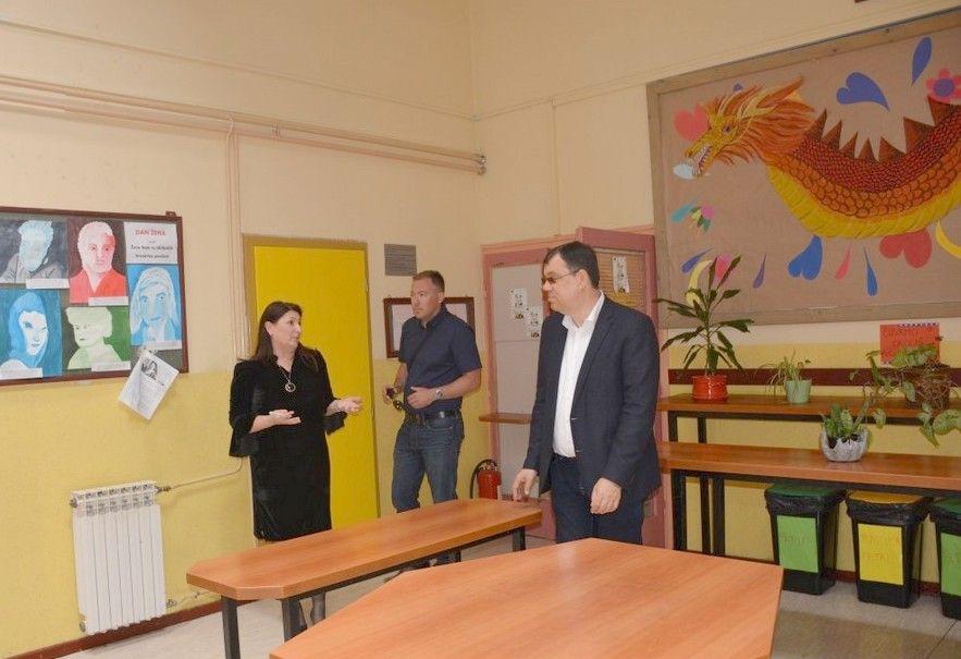 U tijeku je energetska obnova škole u Bereku - Župan Damir Bajs obišao radove
