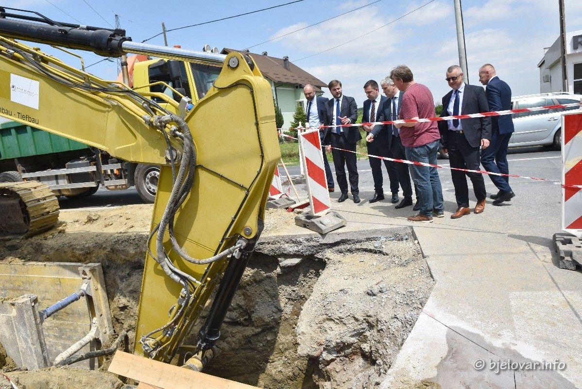 FOTO Uskoro kreće projekt aglomeracije - Ministar Tomislav Ćorić nazočio potpisivanju ugovora između naručitelja