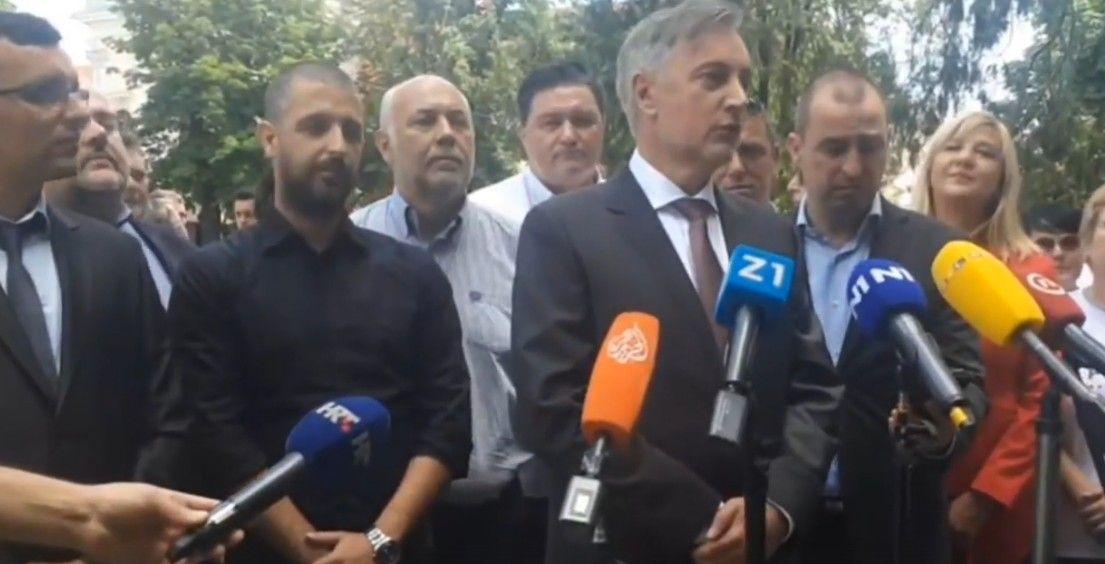 Bjelovarski HDZ: Miroslav Škoro zaskočio vjernike ispred bjelovarske katedrale