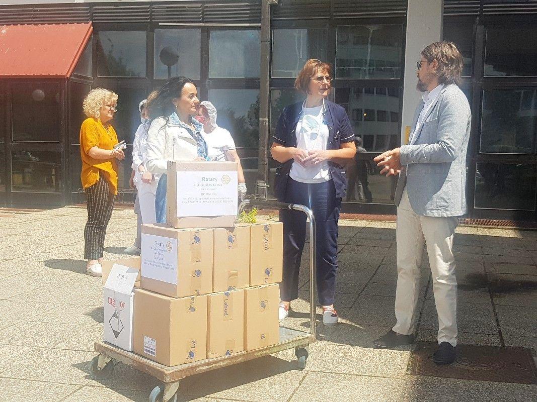 Još jedna donacija rotarijanaca - Uručili dezinficijense Domu za starije i nemoćne osobe u Bjelovaru