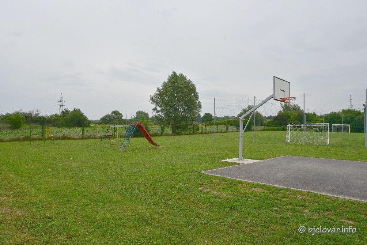 Grad Bjelovar nastavlja obnavljati dječja igrališta - Obnovljeno igralište u naselju Jošine