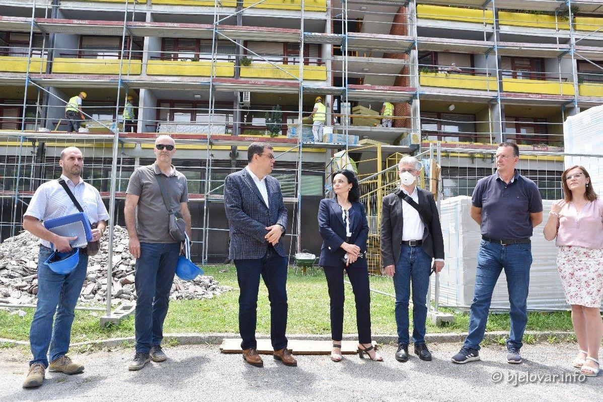 (FOTO) U tijeku je obnova DOMA ZA STARIJE OSOBE U BJELOVARU - Dom će biti potpuno obnovljen od temelja do krova