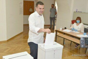 DARIO HREBAK na glasanje došao sa obitelji: Očekujem da će Bjelovar ponovno dobiti svog saborskog zastupnika