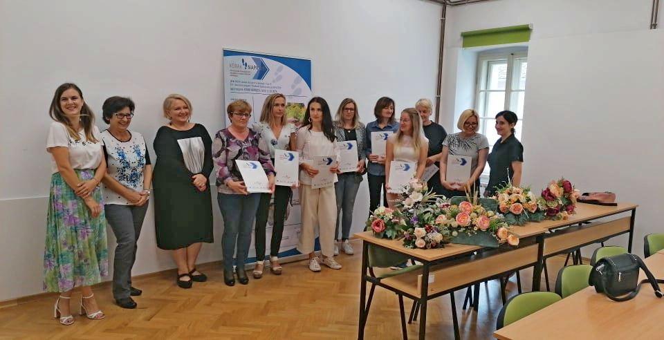 (FOTO) Svečano uručena uvjerenja budućim cvjećarkama aranžerkama