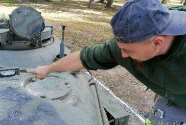 (FOTO) VANDALIZAM NA BARUTANI – Uništen izloženi eksponat tenk T55