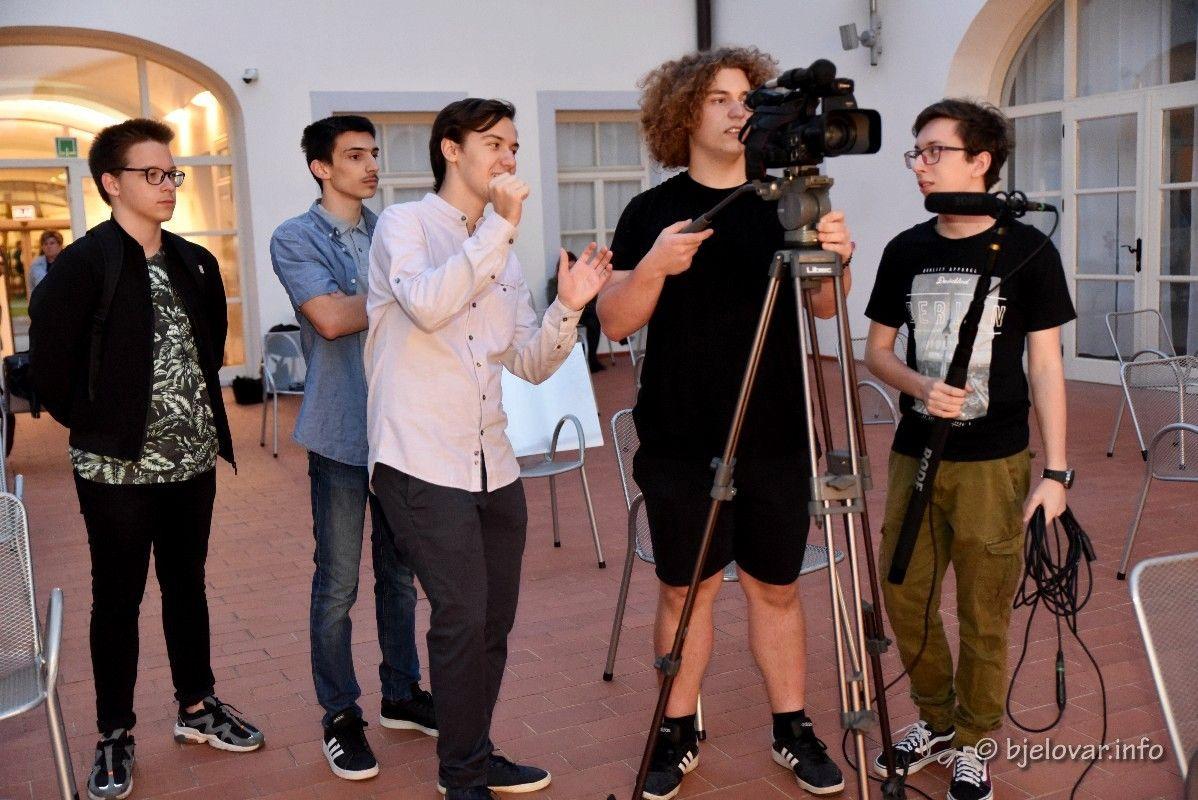 (FOTO) Bjelovar je grad gdje se rađaju glumačke zvijezde UPOZNAJTE MLADU EKIPU GLUMACA - ENTUZIJASTA