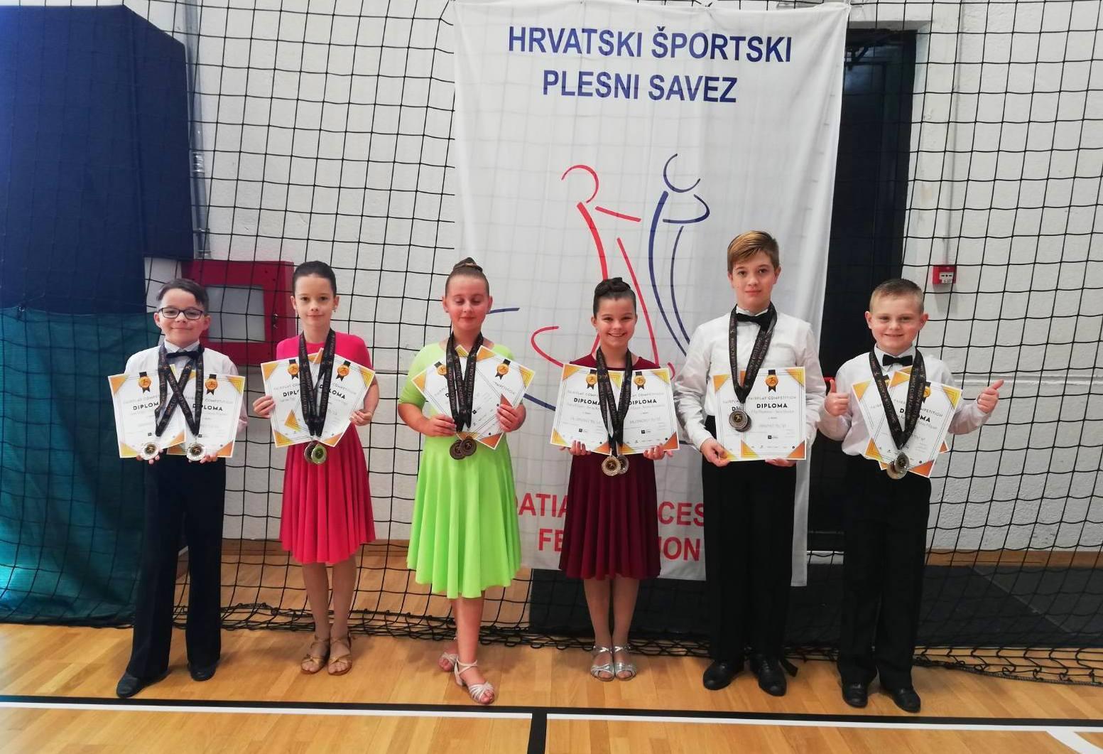 Još jedan uspješan vikend bjelovarskih plesača, osvojili su 14 medalja