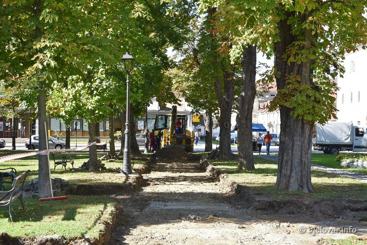 Grad Bjelovar nastavlja s obnovom bjelovarskog parka - Staze u parku bit će završene do kraja godine