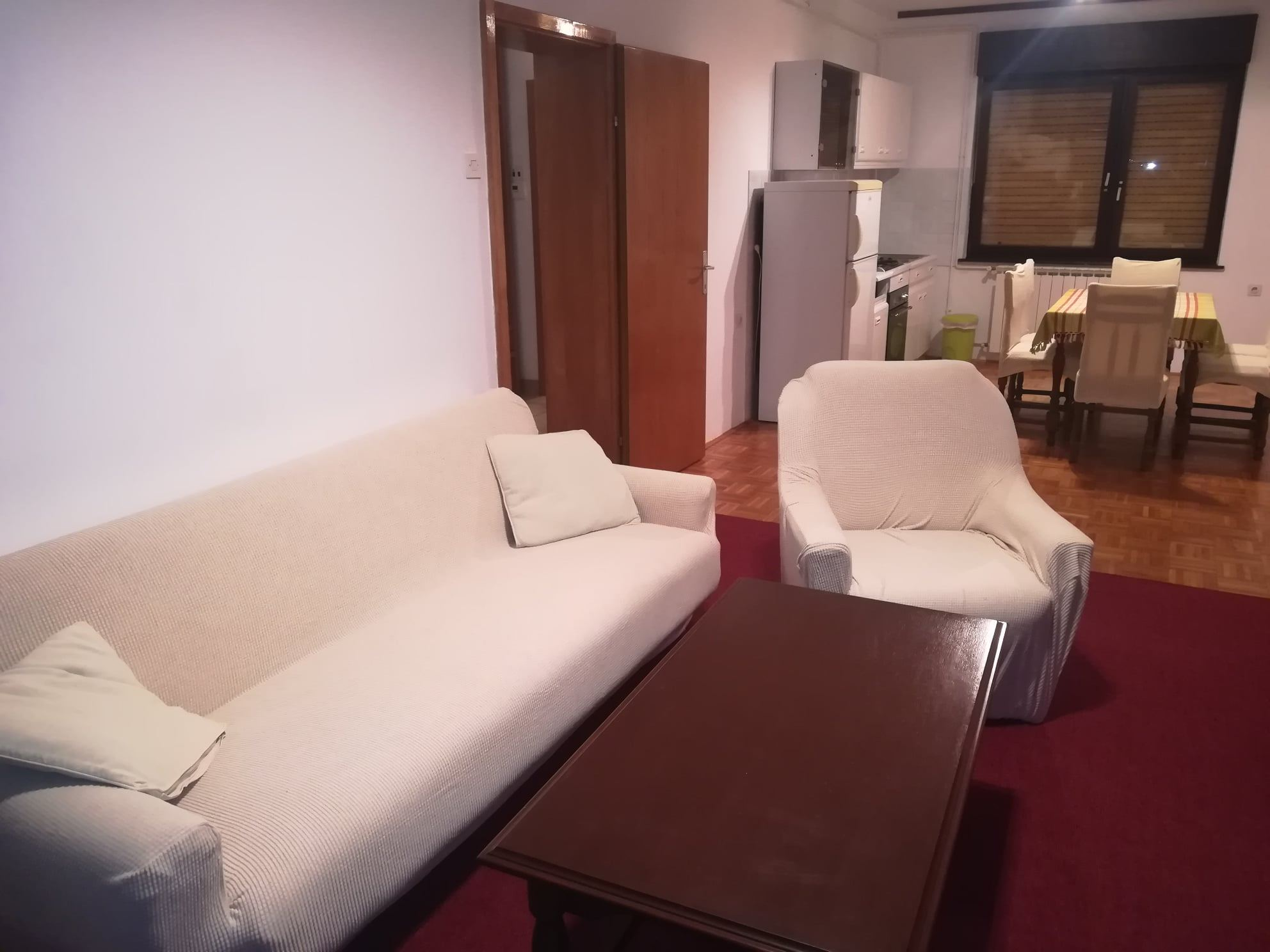 Iznajmljuje se trosoban stan u Bjelovaru