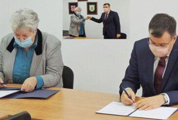 ŽUPANIJA nastavlja pomagati osobama treće životne dobi – Potpisan ugovor s Udrugom umirovljenika Ivanska