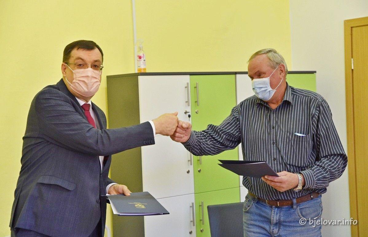 Kreće sanacija krovišta na OŠ Mate Lovraka u Velikom Grđevcu - Župan potpisao ugovor